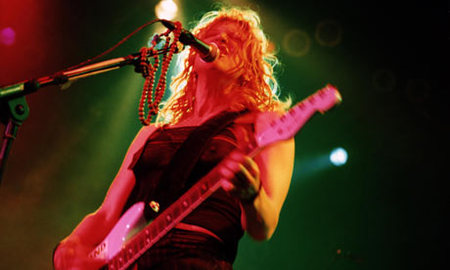 Courtney-Love-lead-singer-001.jpg