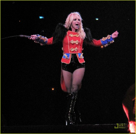britney-spears-circus-tour-03.jpg