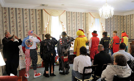 clown-funeral10.jpg