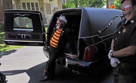 clown-funeral5.jpg