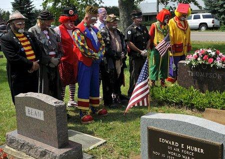 clown-funeral8.jpg