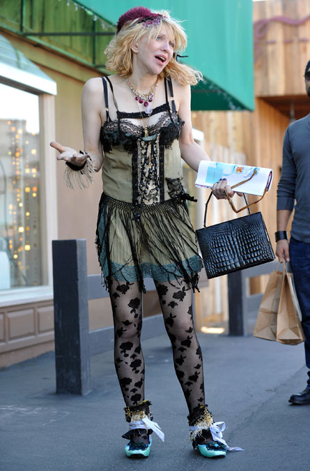 courtney-love-shopping.jpg