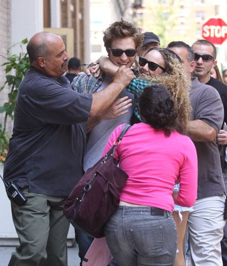 robert-pattinson-fans-crazy.jpg