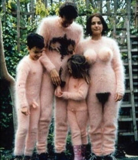 weirdest-family-photo-ever-probably-nsfw.jpg