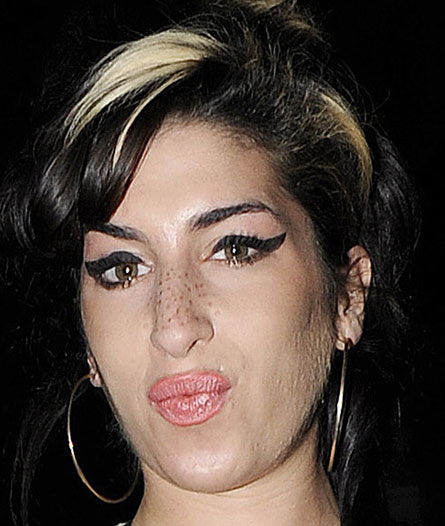 winehouse-lips-big.jpg