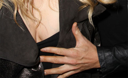 20100222-Jessica_Simpson_Titty_Grab_TOP.jpg