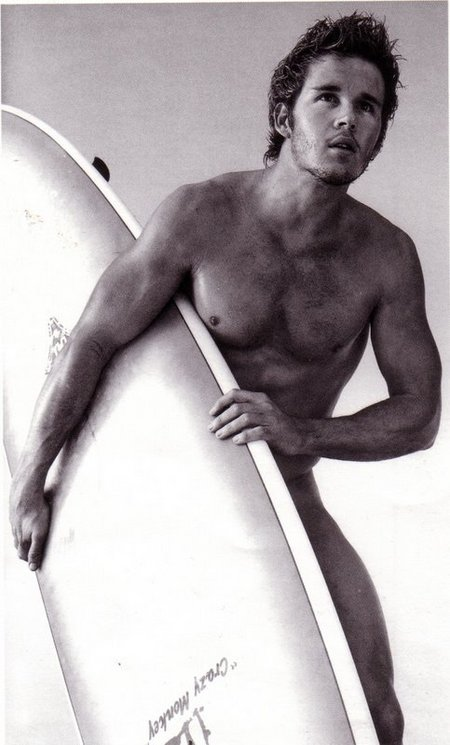 Ryan Kwanten with surfboard1.jpeg