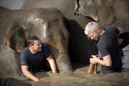 anderson-cooper-jeff-corwin-elephant.jpg