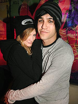 ashlee-simpson-pete-wentz-hats.jpg