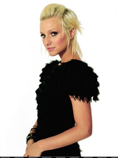 Ashley Simpson blonde HQ