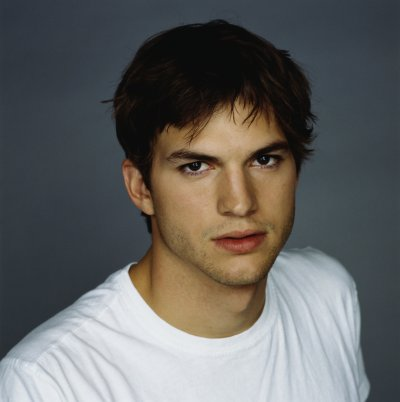 ashton-kutcher-portrait2.JPG