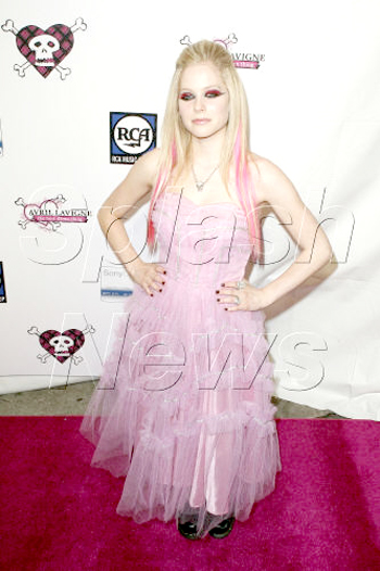 avril-lavigne-pink-dress.jpg