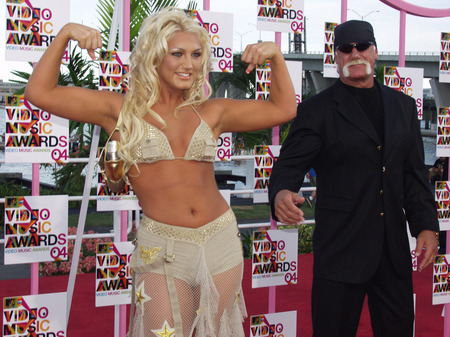 brooke-hogan-biceps.jpg