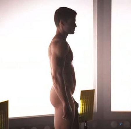 capser-naked1.jpg