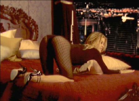 carmen-electra-striptease-02.jpg