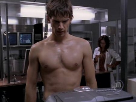 christopher-gorham-shirtless-01.jpg