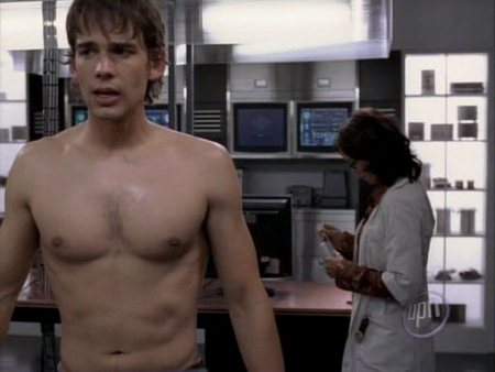 christopher-gorham-shirtless-03.jpg