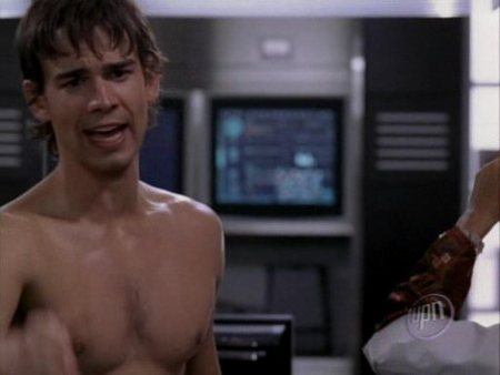 christopher-gorham-shirtless-06.jpg