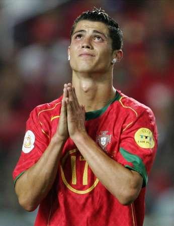 cristiano-ronaldo-praying.jpg