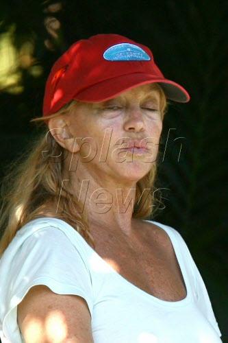 goldie-hawn-tennis-02.jpg