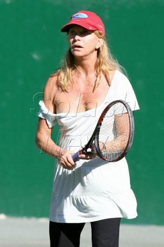 goldie-hawn-tennis.jpg