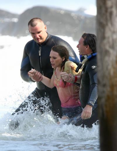 hilary-duff-drowns02.jpg