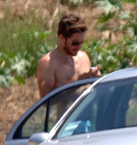 jake-shirtless-phone03.jpg