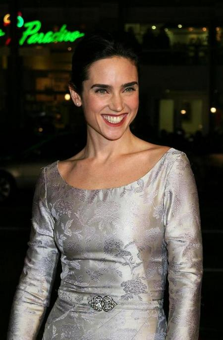 jennifer-connelly-silver-dress02.jpg