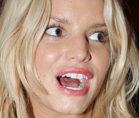 jessica-simpson-lipstick-teeth.jpg