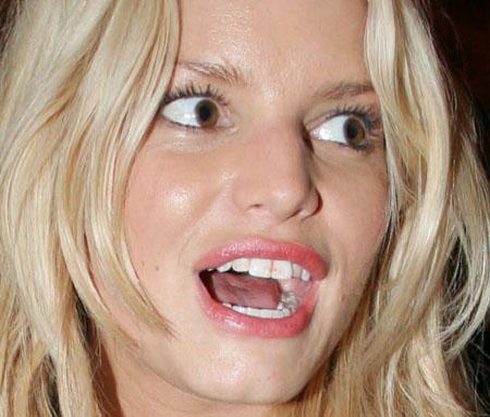 jessica-simpson-lipstick-teeth.jpg