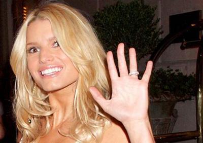 Jessica Simpson waving