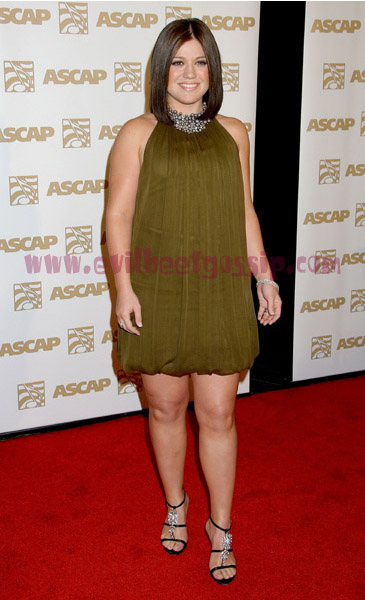 kelly-clarkson-brown-dress.jpg