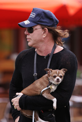 mickey-rourke-dog-02.jpg