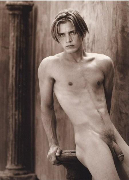 Красивые голые девушки 18 лет