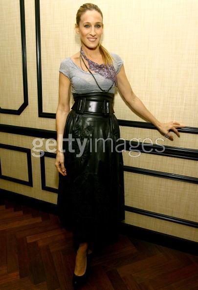 sarah-jessica-parker-black-skirt.jpg