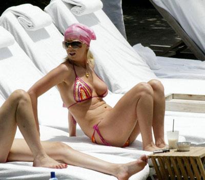 tara-reid-bikini02.jpg