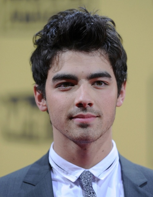 joe-jonas-portrait-2010.jpg