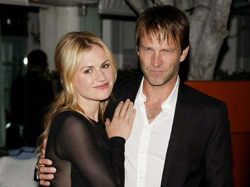 101111_anna-paquin-and-stephen-moyer-very-happy-to-be-engaged-august-24-2009.jpg