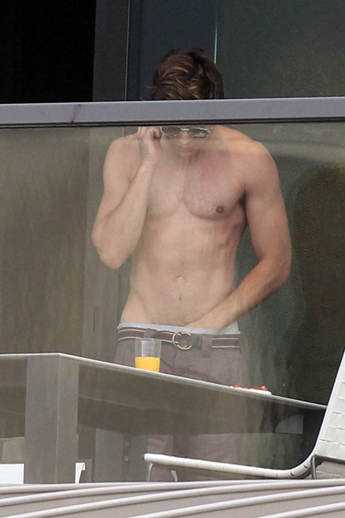 zac-efron-shirtless-hand-in-pants-australia.jpg