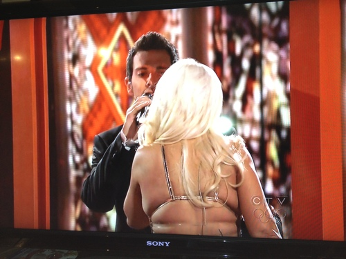 christina-aguilera-back-fat-the-voice-finale.JPG