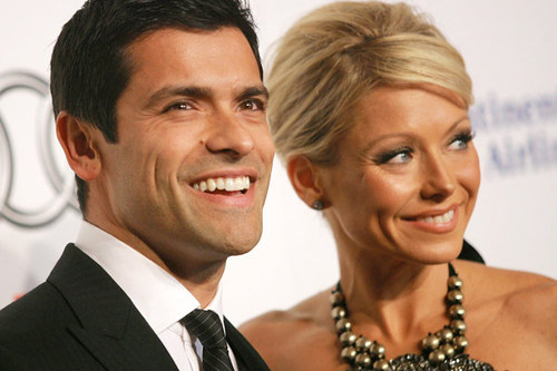 kelly-ripa-mark-consuelos.jpg