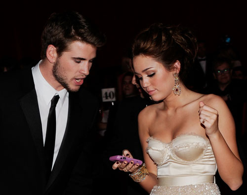 liam-hemsworth-miley-cyrus2.jpg