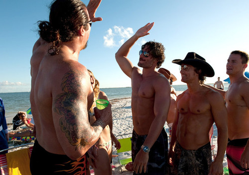magic-mike-strippers-beach.jpg
