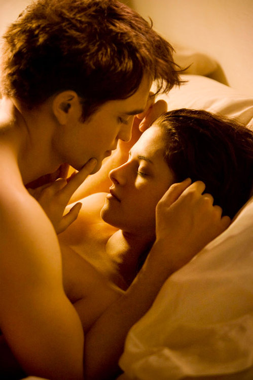 robert-pattinson-kristen-stewart-breaking-dawn.jpg