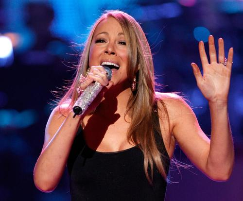 mariah_carey_performing_idol_gives_back_9.jpg
