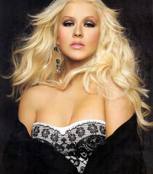 christina-aguilera-latina-march-2012-1.jpg