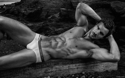 under_Thom_Evans_Obsession_No_2_by_Daniel_Jaems_10.jpg