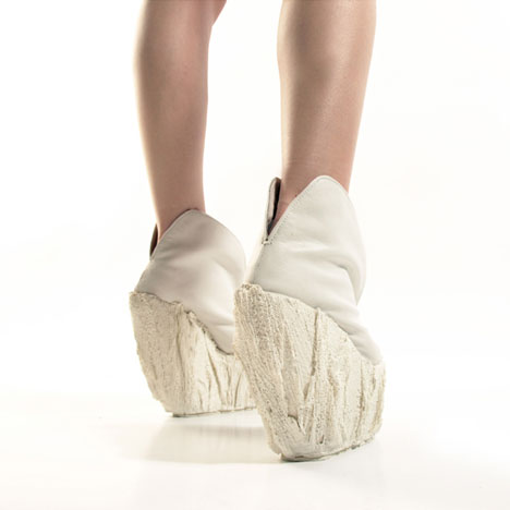 dezeen_Porcelain-Shoes-by-Laura-Papp_3.jpg