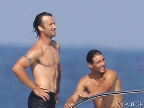 rafael-nadal-carlos-moya-yacht-in-spain-07252013-29-600x450.jpg