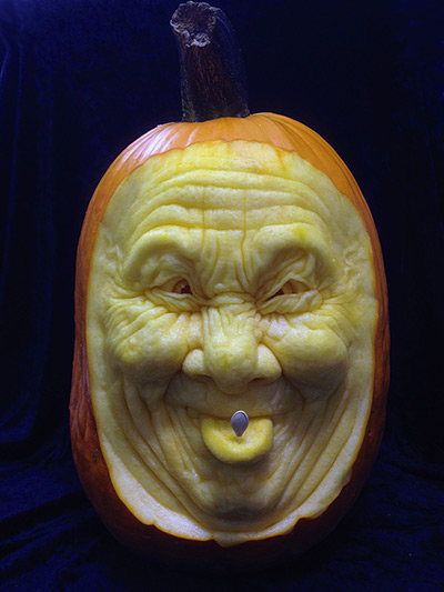 A-funny-face-carved-out-o-001.jpg